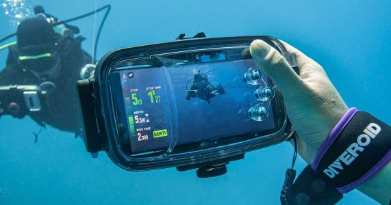 'Diveroid' is an All-in-One Solution for Underwater Smartphone Photographers
