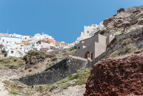 Small Hotel in OIA Castle / Kapsimalis Architects