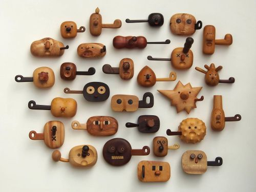 Hand-Carved Wood Sculptures by Jui-Lin Yen Capture Cartoonish Facial Expressions