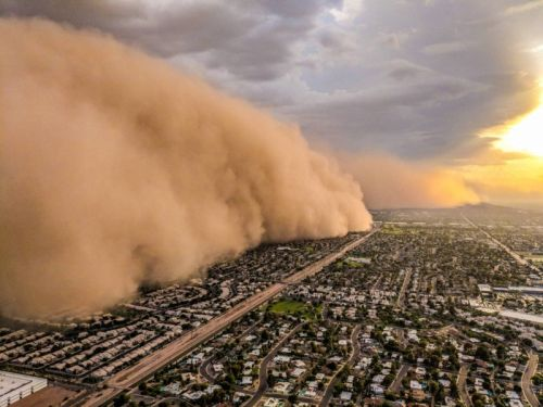 This Massive Dust Storm Was Shot from a Fleeing News Helicopter