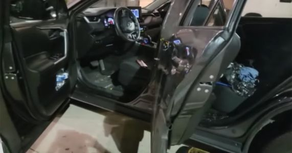 Thieves Steal $20,000+ in Gear from Wedding Photographer's Car