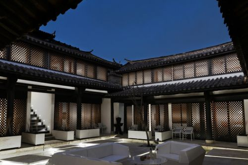 Lijiang Back and Forward Boutique Hotel / NTYPE
