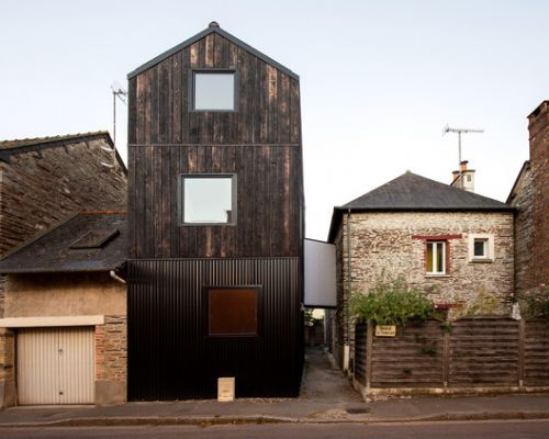 Extension in Burned Wood Shou Sugi Ban / Clément Bacle Architecte