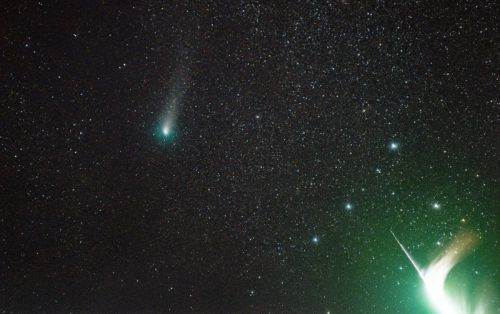 Photographer Captures Shooting Star Exploding in Front of a Comet