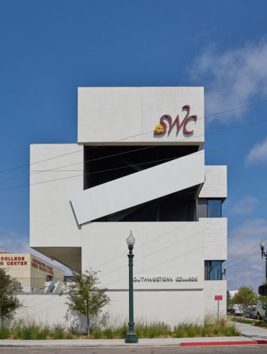 Southwestern College Allied Health Sciences Building / Johnson Favaro