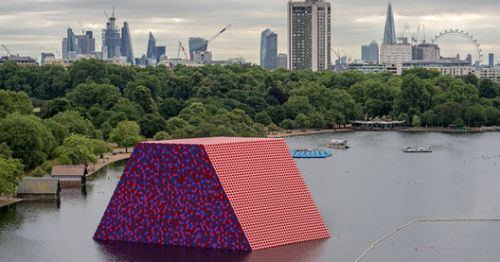 Christo's First UK Outdoor Public Sculpture Opens on the Serpentine Lake
