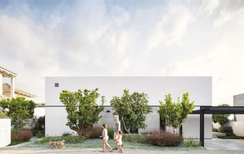 Bare House by the Fields / Jacobs-Yaniv Architects