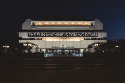 """An Abandoned 70s Building in Berlin Became a Contemporary Art Venue During the """"The Sun Machine Is Coming Down"""" Event"""