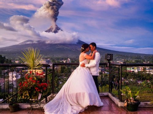 Volcano Eruption Makes for an Epic Wedding Photo