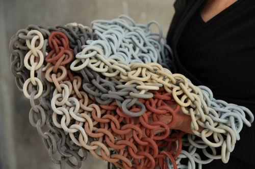 Countless Ceramic Loops Comprise Cecil Kemperink's Movable Chain Sculptures