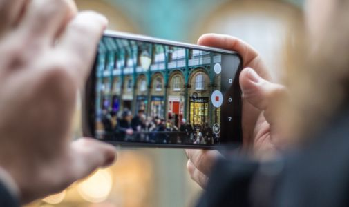 Android 11 Will Ban Smartphones from 'Altering Facial Appearance' in Camera