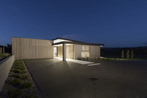 Lake's Edge / Chow:Hill Architects
