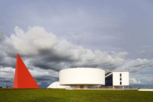 Architectural Classics: Oscar Niemeyer Cultural Center / Oscar Niemeyer
