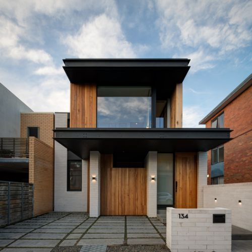 Folding Floor House / Crosshatch