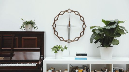 Solstice: A Wooden Kinetic Clock Expands and Contracts with the Passing Hours