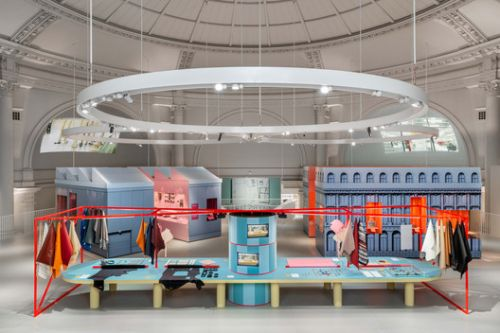 V&A Bags: Inside Out Exhibition / Studio MUTT