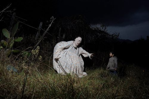 Mexican Guardians Haunt Familial Portraits by Photographer Diego Moreno
