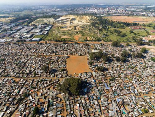 Urban Sprawl and Ghost Towns: The Impact of Mining on Cities