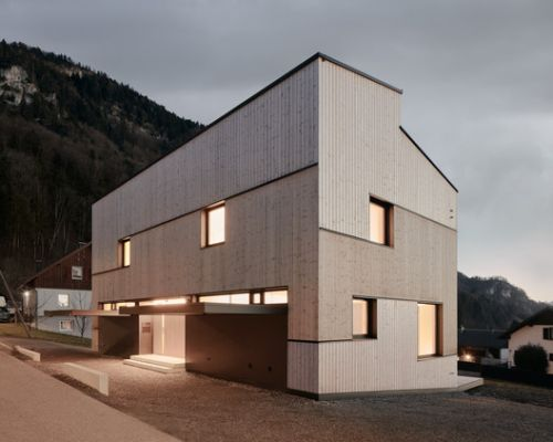 Semi Detached House on a Hillside / MWArchitekten