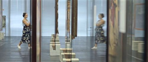 """""""See-Through:"""" Video Explores the Spatial Dynamics Fostered by Lina Bo Bardi's Glass Easels"""