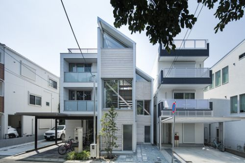 House for Living in the Park / Shuhei Goto Architects