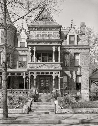 A Victorian in Dubuque: 1940
