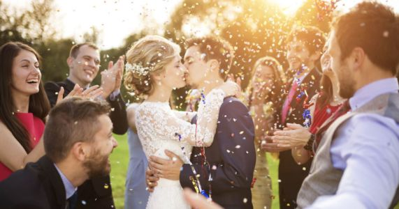 Large Wedding Photo Company Suddenly Closes, Clients Lose Everything