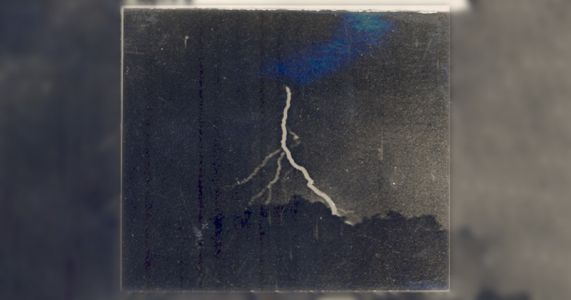 These are the World's First Photos of Lightning