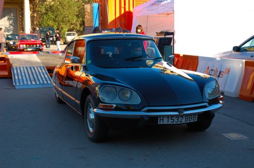 Citroën DS 23 in Black, A Sleek Shark