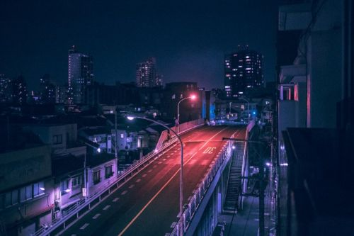 Nighttime Photos of Tokyo Under the Glow of Neon Lights