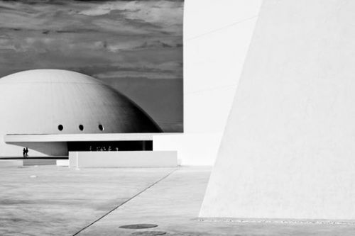 Celebrating Oscar Niemeyer and His Masterworks Through a Photographic Lens