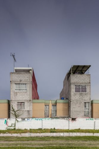 "Photographer Documents ""Non-Social Interest"" Housing in Mexico City's Peripheries"